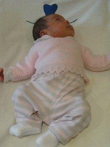スペインの赤ちゃん服はとにかくピンクが多いです。靴下はpatucoと呼ばれる四角い形をしたもの。