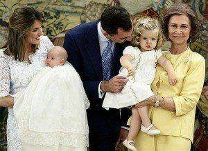 スペイン王家のソフィア王女の洗礼の様子。これはまさにお披露目。