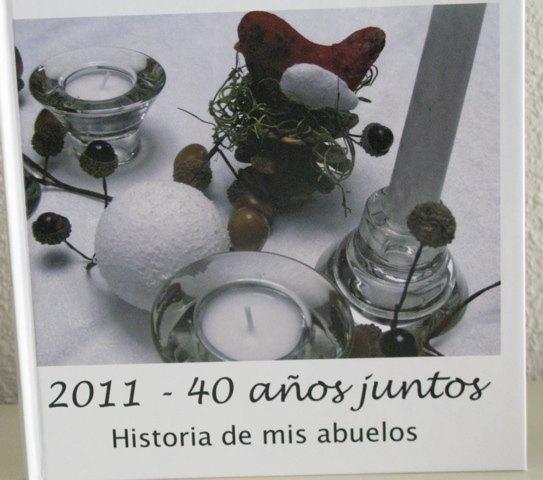 アルバムの表紙。クリスマスに義母が準備したテーブルの飾り付けです。