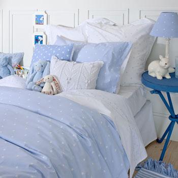 スペインでは、男の子用の子供部屋は青だけということが多いですが、こういう部屋を見るとそれも悪くないなと思います。