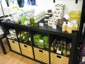 オリーブオイルのスキンケア製品も沢山あります。上質のオリーブオイルに含まれるポリフェノールやビタミン類が注目されています。
