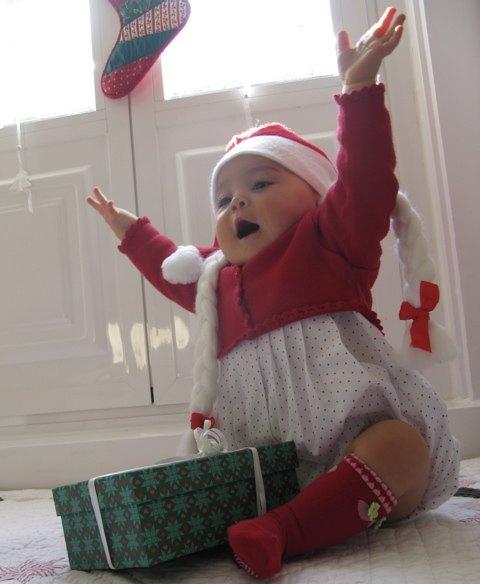 サンタクロースの帽子(三編みつき)を被せてみました。バンザーイ!