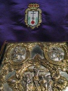 San Juan de Dios教会の聖書を置く場所にも柘榴の紋章が。