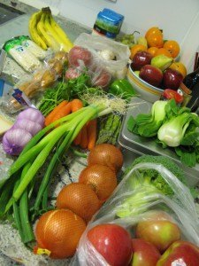 土曜日の買出しの戦利品。全体として、スーパーより新鮮な食材が多いです。