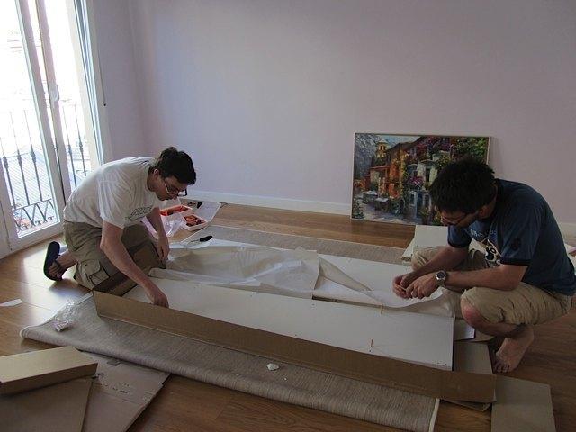 二つ目の家具の組み立て。