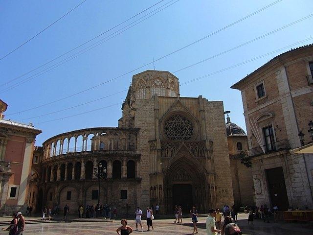 カテドラルのある広場。開放的で、バレンシアの歴史を堪能できる場所です。
