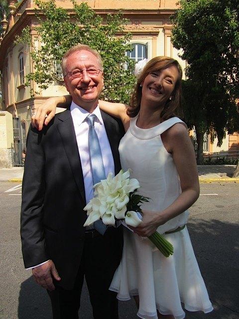 新婦の父は最初緊張気味でしたが、式の後はとても嬉しそうでした。