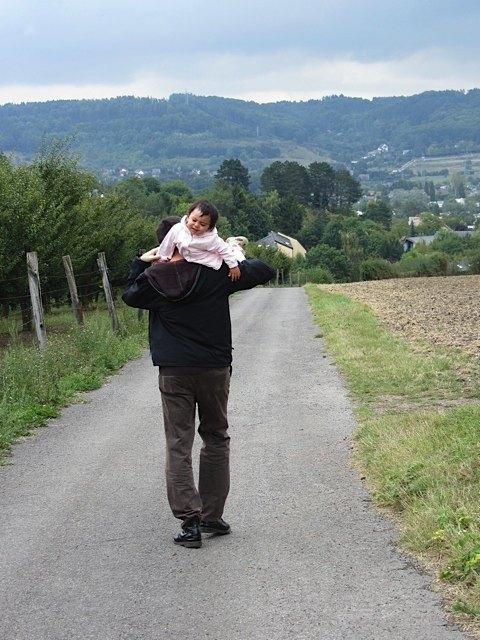 帰りはこんな感じ。ビスケットを持たずに長時間の散歩はできません。