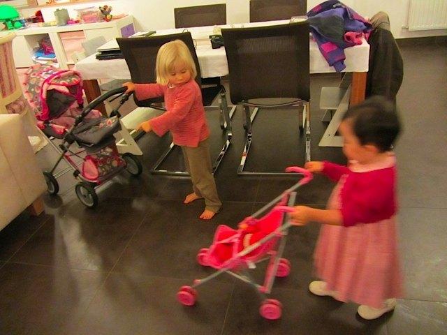 そして、大量のおもちゃに圧倒されていました・・・。