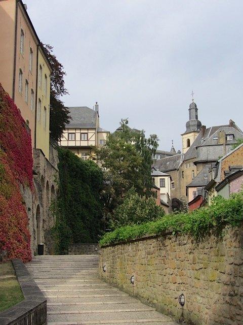 ルクセンブルグ市街の博物館近く。紅葉の始まりです。