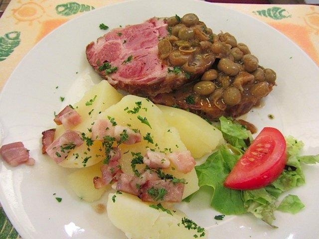 お肉はしつこくなくてとても美味しかったですが、ジャガイモも絶品でした。さすが農業国。