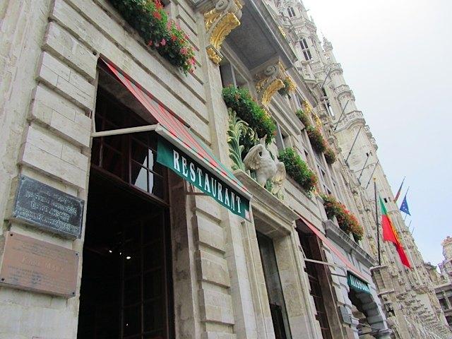 グラン・プラスにあるこの建物は、マルクスとエンゲルスが共産主義の執筆活動をしたことでも知られています。