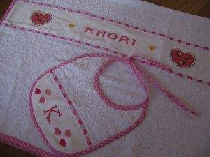 お手伝いさんのお母さんが、娘用にと刺繍をして作ってくれました。