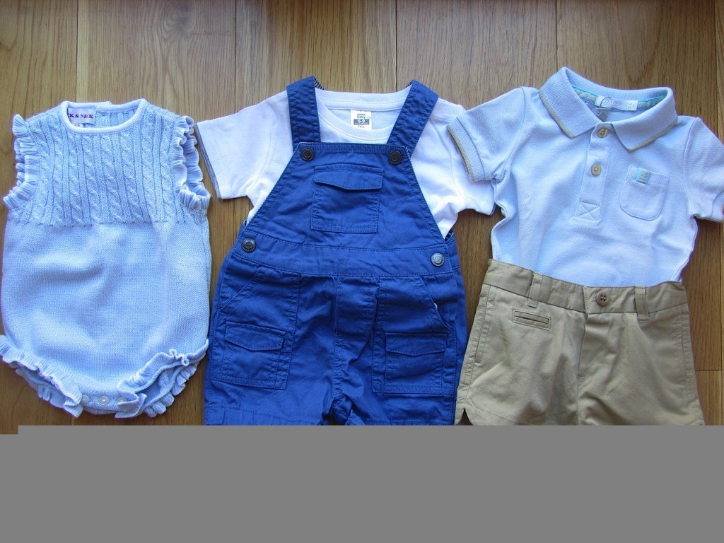 左から、Neck&Neck、ZARA、BASS10の洋服。3つともスペインブランドです。