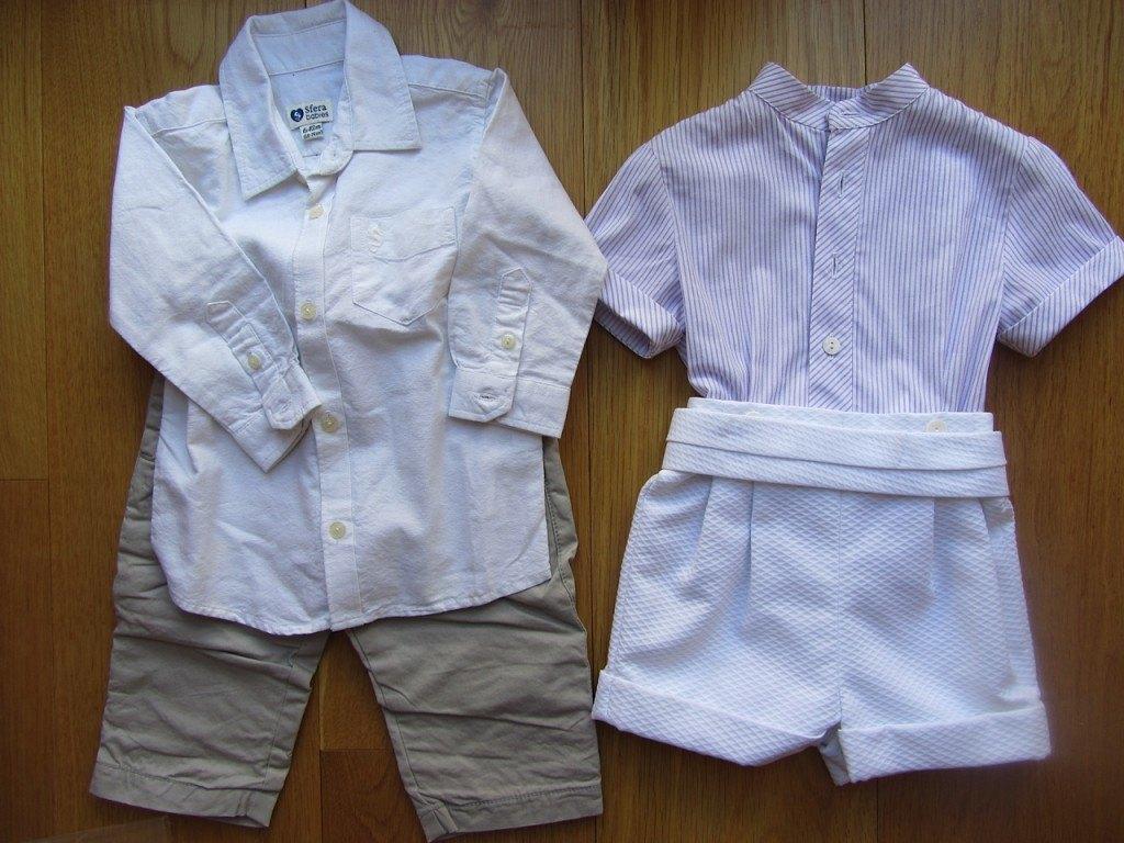 ディテールまで凝っている大人顔負けのシャツ!右の服は結婚式等に使えそうなちょっとフォーマルなものです。