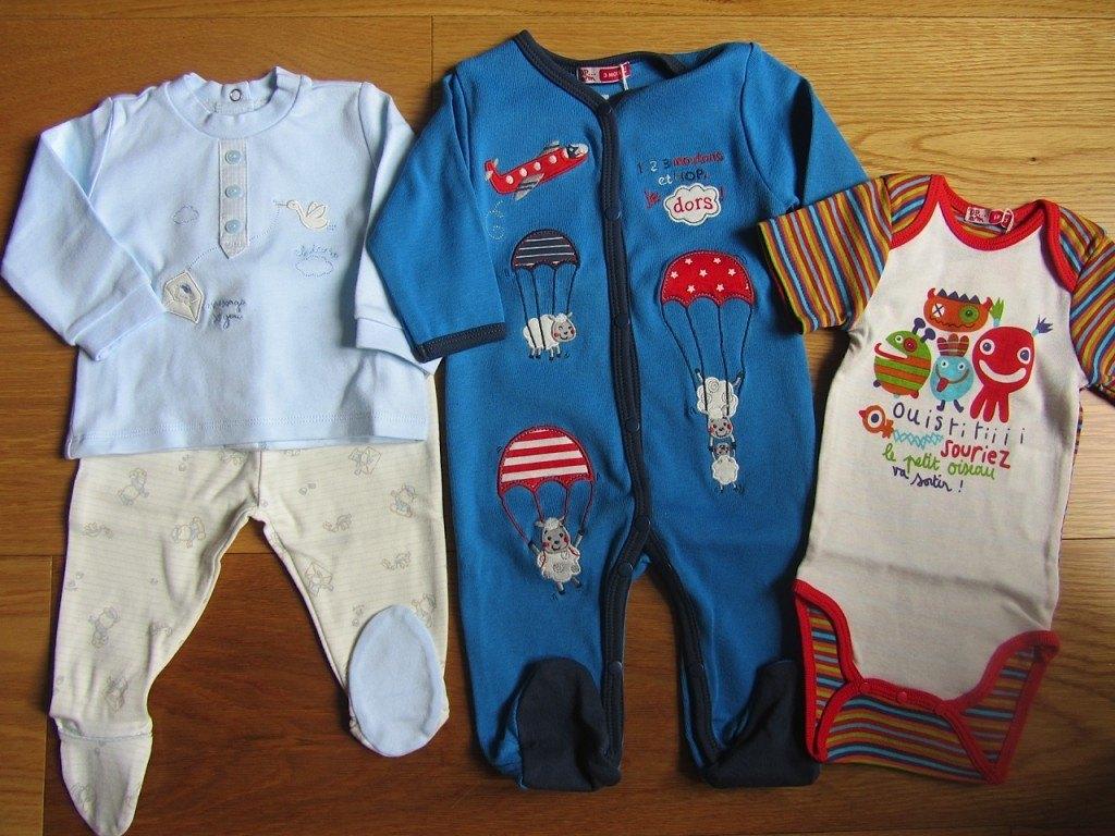 左から、Chiccoというイタリアメーカーの洋服。中央と右はDu Pareilというフランスメーカーのもの。