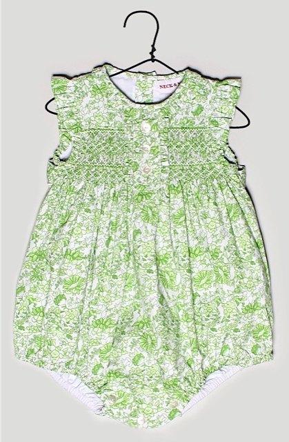 Neck&Neckの洋服。伝統的な白、水色、ピンクとは違う色柄も沢山あります。