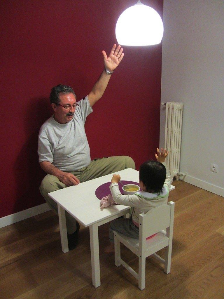 子供用のテーブルとイスで大満足。