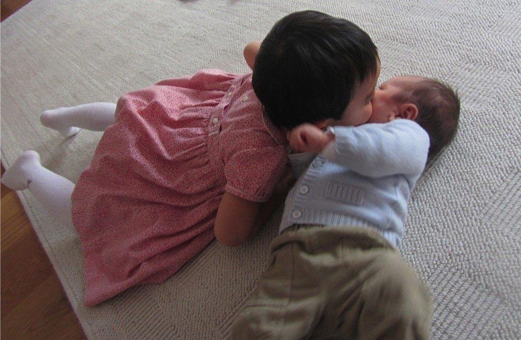 健斗にキスをするかおり。かなり勢いがあって、見ているこっちがヒヤヒヤします。