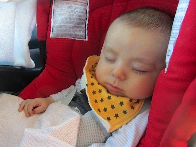 健斗はまだ小さいので、車の揺れでかなり寝てくれました。