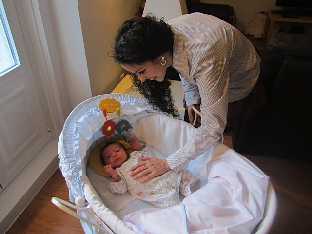 生後1ヶ月程度。まだまだ赤ちゃんベッドには余裕があります。
