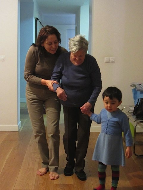 娘、義母とその母。クリスマスは我が家に4世代が集いました。