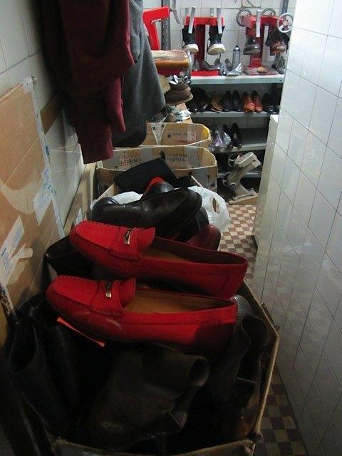 順番待ちの靴も沢山あります。