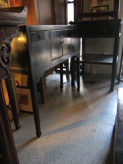 この家具も買おうかちょっと迷ってしまいました。中国製で100年以上の古いものです。