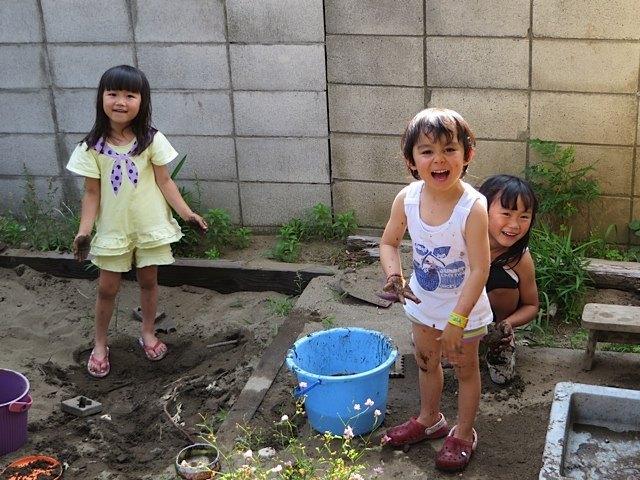 準備した洋服もあっという間に泥だらけになりましたが、とても楽しそうでした。