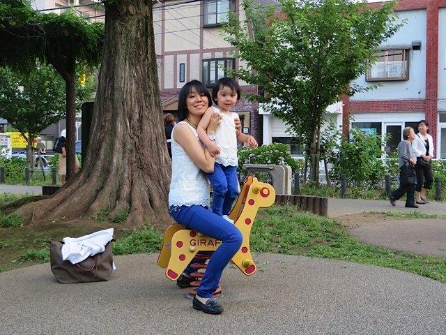 こうして二人で日本の公園で遊んだのも良い思い出です。