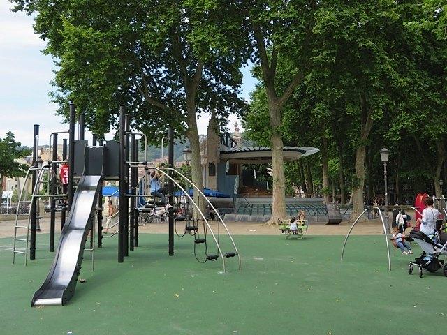 子供達が喜ぶような公園がいくつもあり、親子にとって楽しいひと時がとれました。