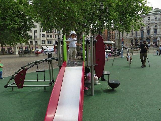 こういう公園等の設備の良さに、ビルバオの都市の力を感じました。