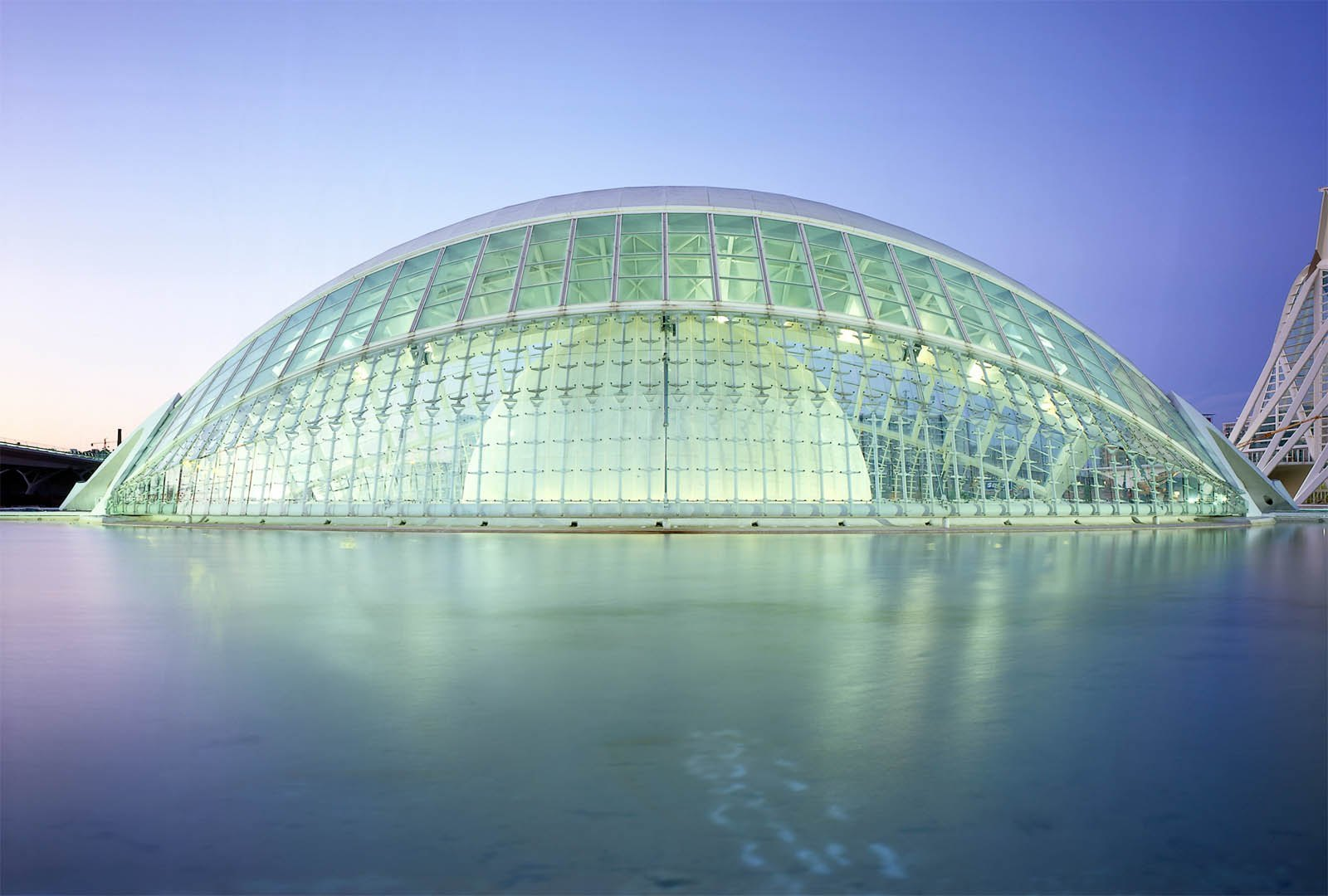 City of the Art and Sciencesの建物の一つ。www.calatrava.comより。