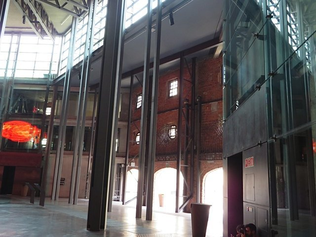広々とした開放感のある建物でした。