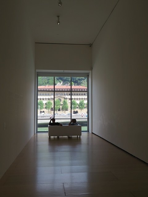 美術館の中にこんな休憩スペースがあるのもお洒落です。