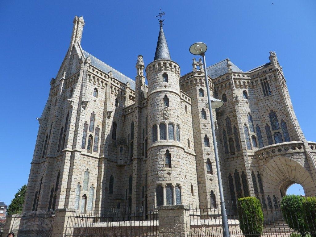 堂々とした主教館。