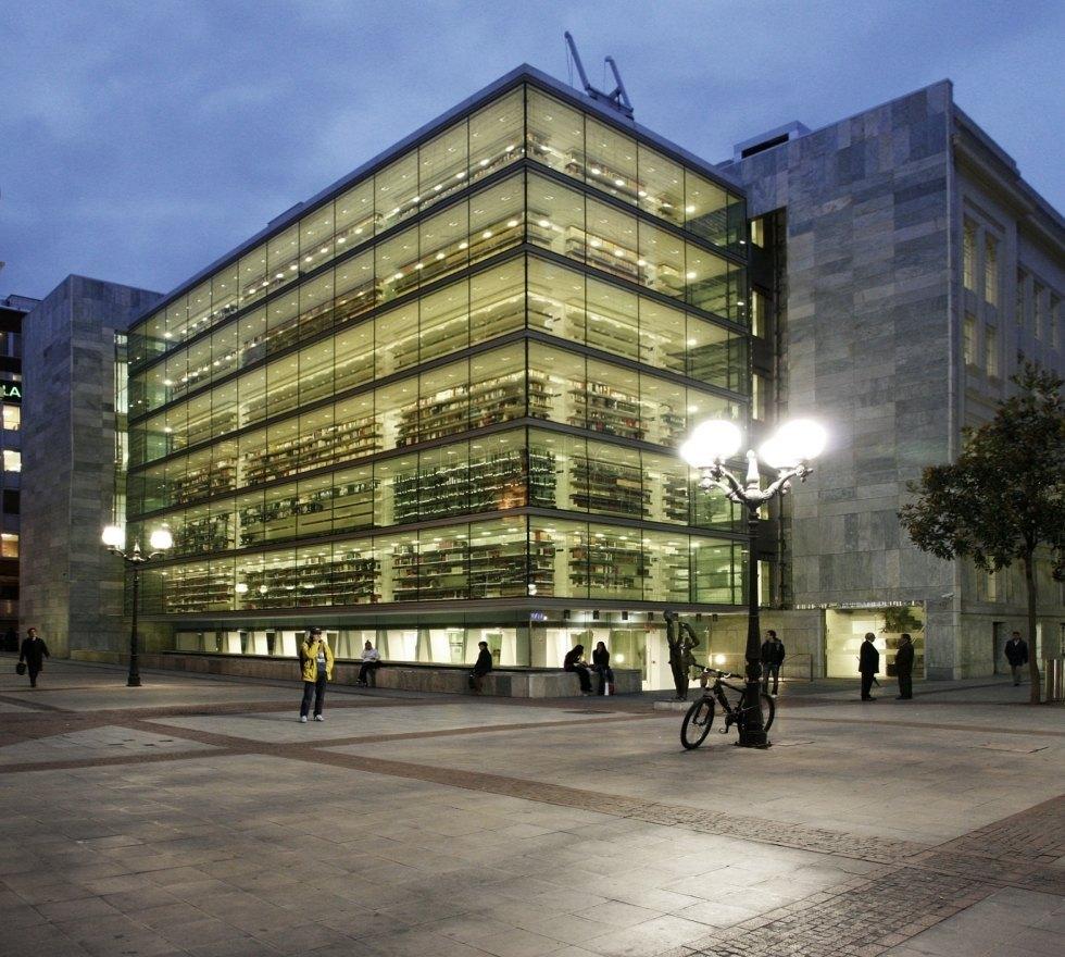 ビルバオの公立図書館。この美しさで「公立」・・・!?