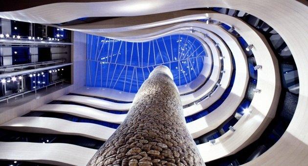 ホテル内の中央部分。http://www.hoteles-silken.com/hoteles/gran-hotel-domine-bilbao/より。