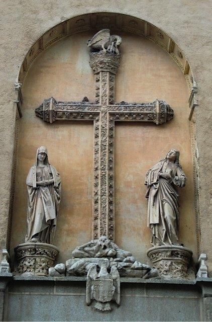 トレドの教会で。ペリカンは自分の肉を子供に与えることもある為、自己犠牲と愛の象徴として、初期の一部のキリスト教建造物に使われています。