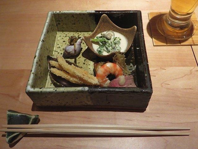 こんなお皿が欲しくなりました。日本の料理の良さは、その盛りつけの美しさにもあると思います。