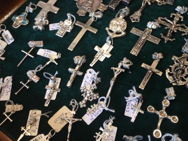 十字架だけでも本当に色々な種類があります。