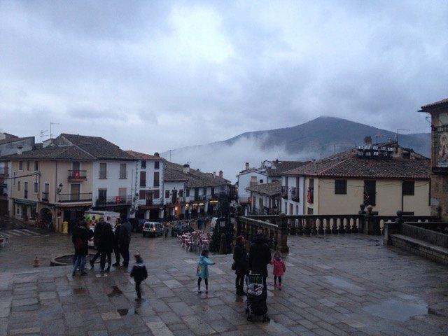 高地ということもあり、ツアー終了後の修道院周辺には霧が立ち込め始めました。