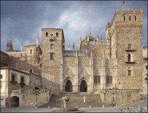 修道院の正面入口。http://www.jdiezarnal.com/monasteriodeguadalupe.htmlより。