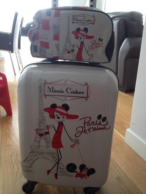 クラスの友達から誕生日プレゼントにもらったスーツケースセット。今後の旅行に大活躍することでしょう。