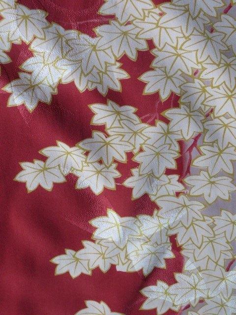 母から受け継いだ着物の紅葉柄。