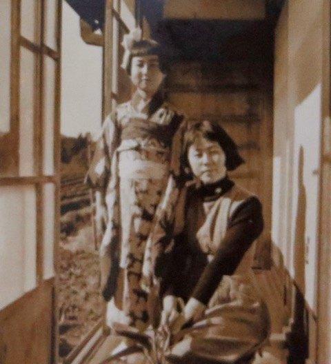 着物を着た母と伯母。60年前の写真になります。