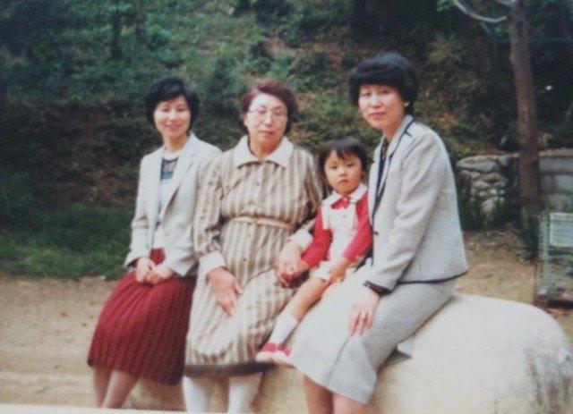 その後の母、伯母、祖母と私。30年以上前の写真です。