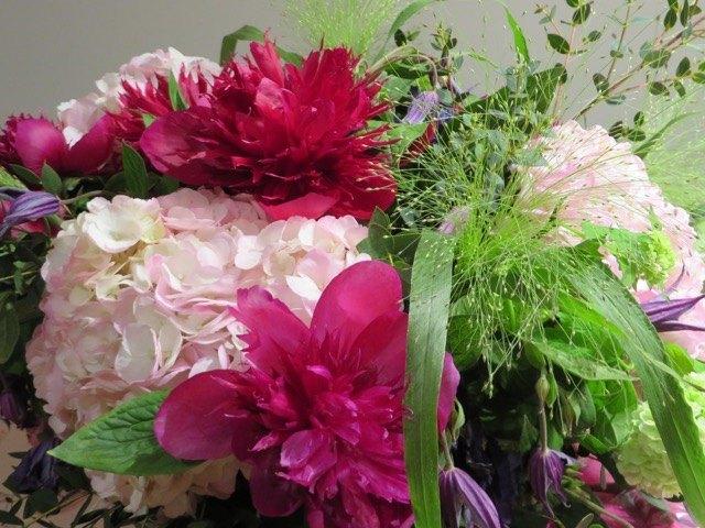 娘の誕生祝に夫の会社より。スペインにも素敵な浜束を作るお花屋さんが増えてきました。