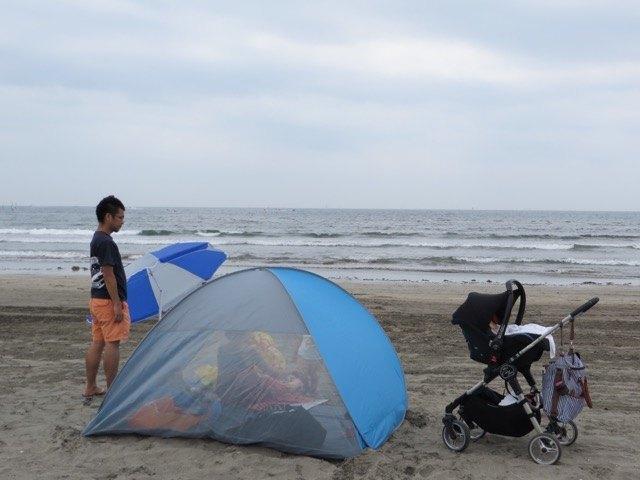 友人はさっとテントやパラソルを準備。さすが、海に触れる生活をしているだけあります!