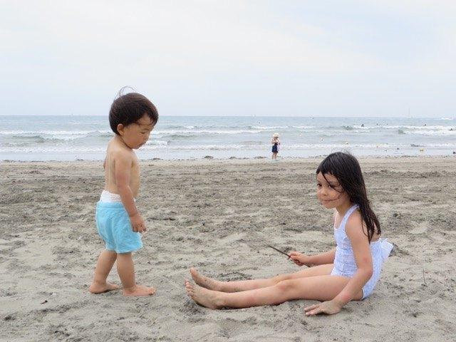 今年初めての海。友人の息子さんと一緒に。